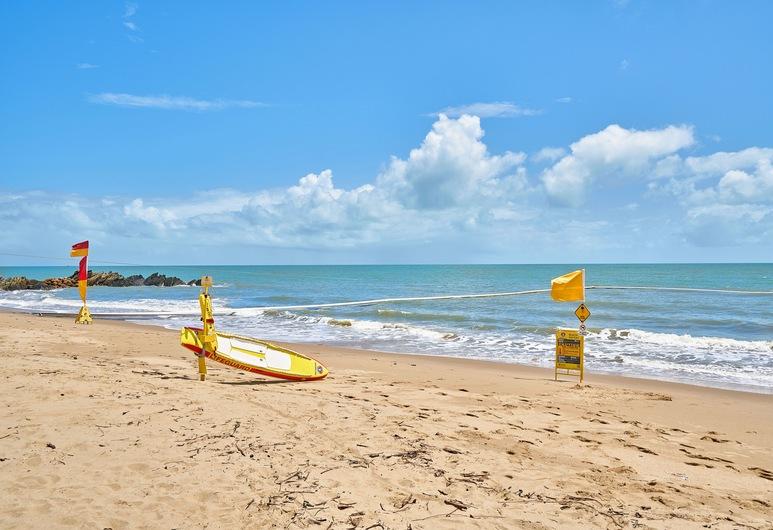 The Mediterranean Beachfront Groundfloor Apartment, Yorkeys Knob, Plaża