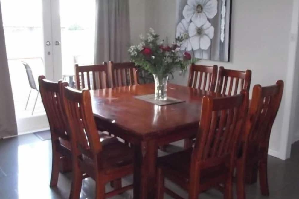 Avenue House - In-Room Dining