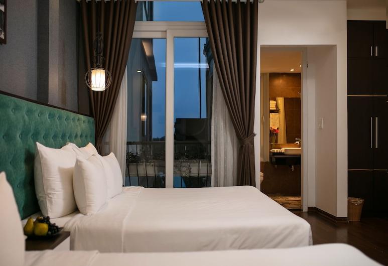 Babylon Garden Hotel & Spa, Hanoi, Family Room, Multiple Beds, Bathtub, Guest Room