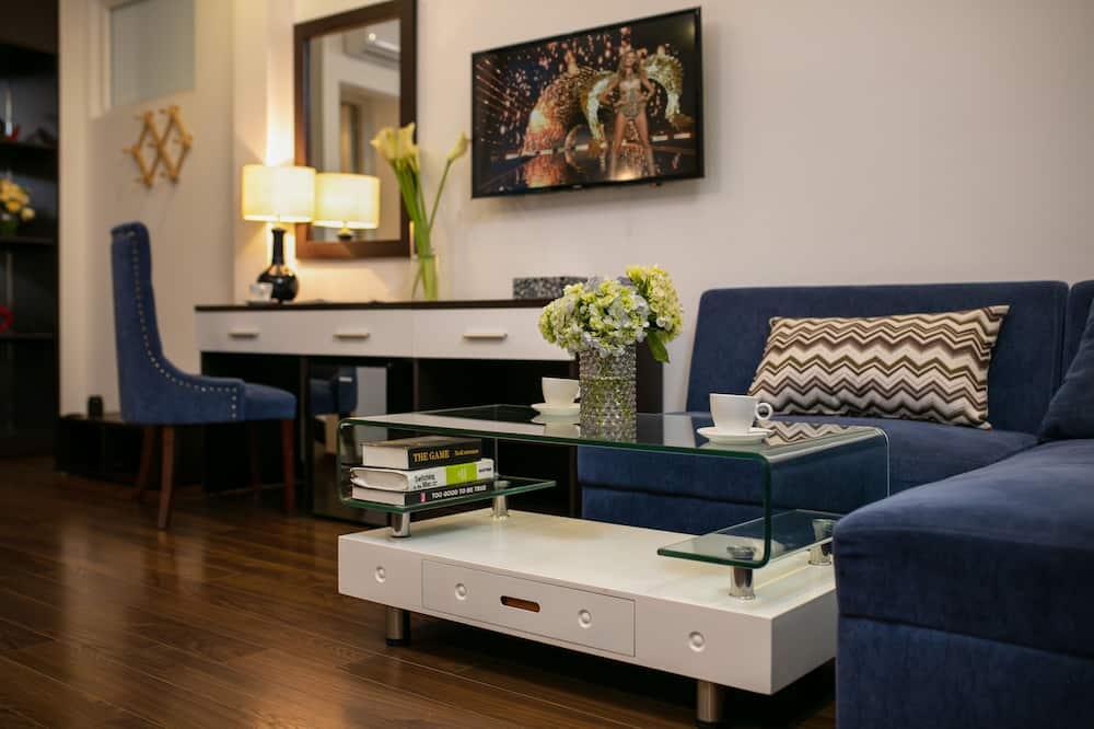 Family Room, Multiple Beds, Bathtub - Living Area