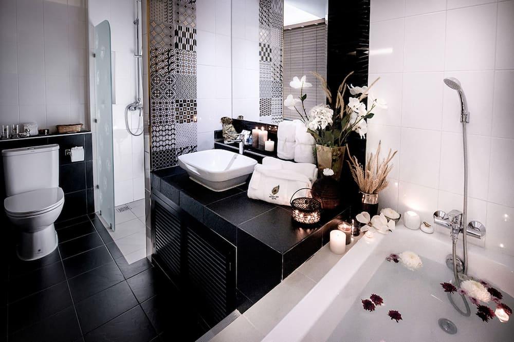 Grand Suite Room - Bathroom