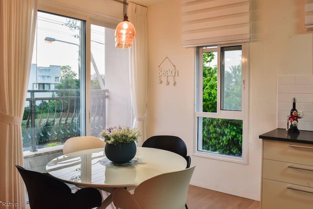 דירה דה-לוקס, 2 חדרי שינה - אזור אוכל בחדר