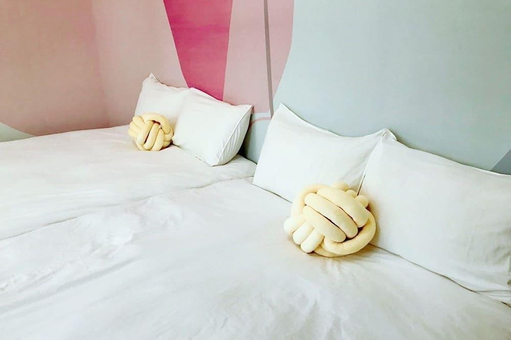 Elite Τετράκλινο Δωμάτιο, 2 Διπλά Κρεβάτια, Κοινόχρηστο Μπάνιο - Δωμάτιο επισκεπτών