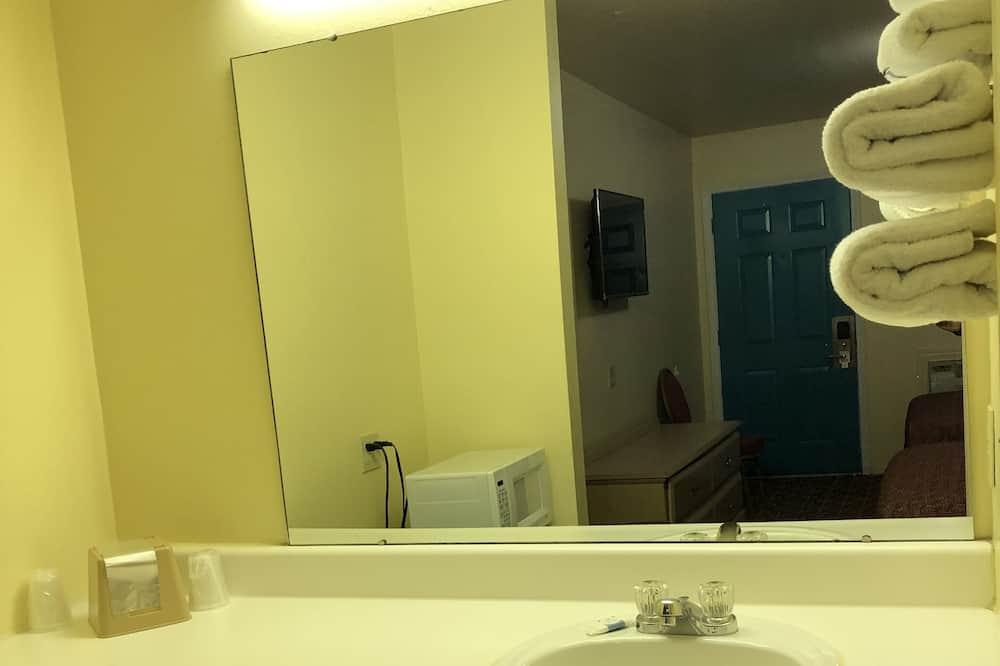 Standartinio tipo kambarys, 2 standartinės dvigulės lovos, Nerūkantiesiems - Vonios kambario kriauklė