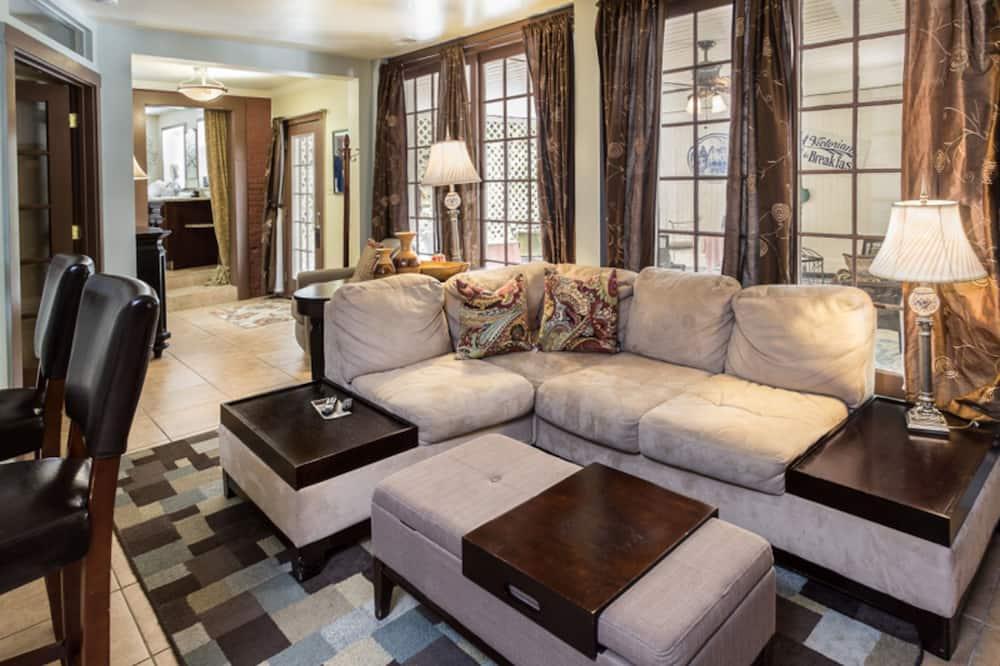 Luksusa numurs, privāta vannasistaba (The Stables Suite) - Dzīvojamā zona