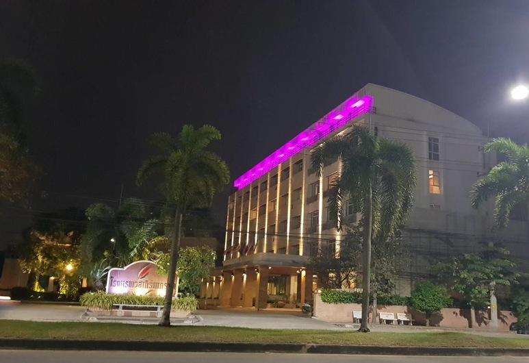 Westerngrand Hotel Ratchaburi, Ratchaburi, Hotellin julkisivu illalla/yöllä