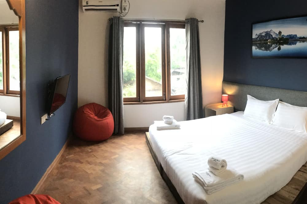 Double or Twin Room, 1 Double or 2 Single Beds - Living Room