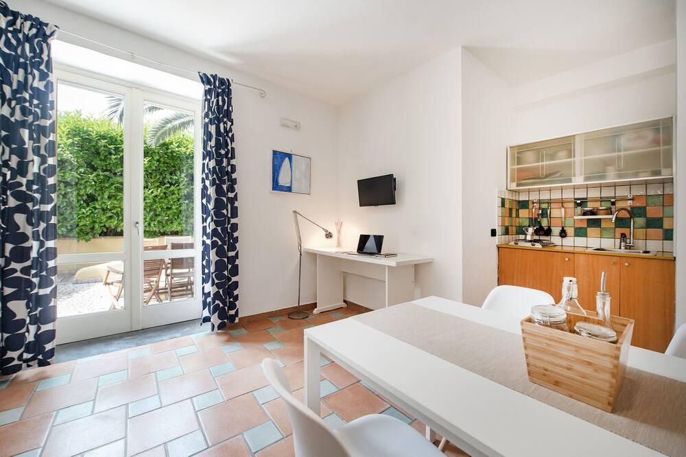 Superior Studio, Multiple Beds - Living Area