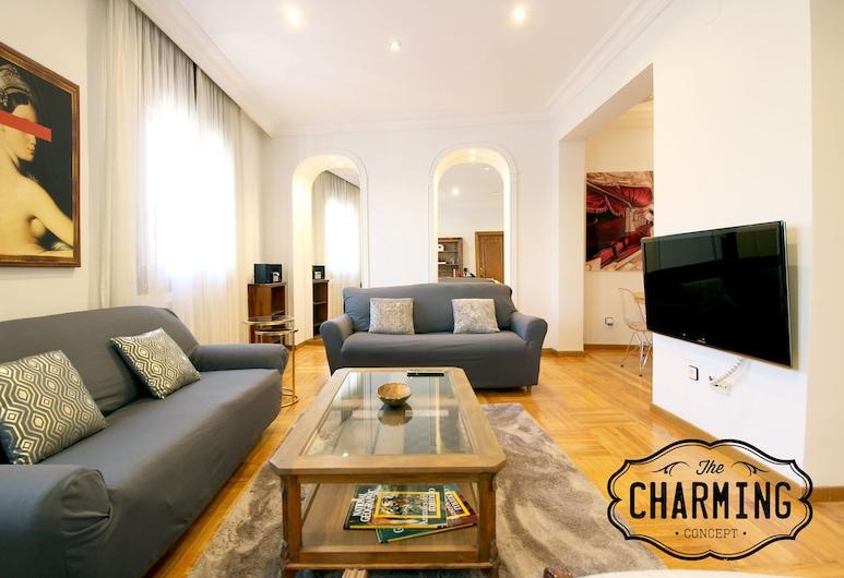 Charming Ferraz, Madrid, Premium Apartment, 3 Bedrooms, City View, Living Room