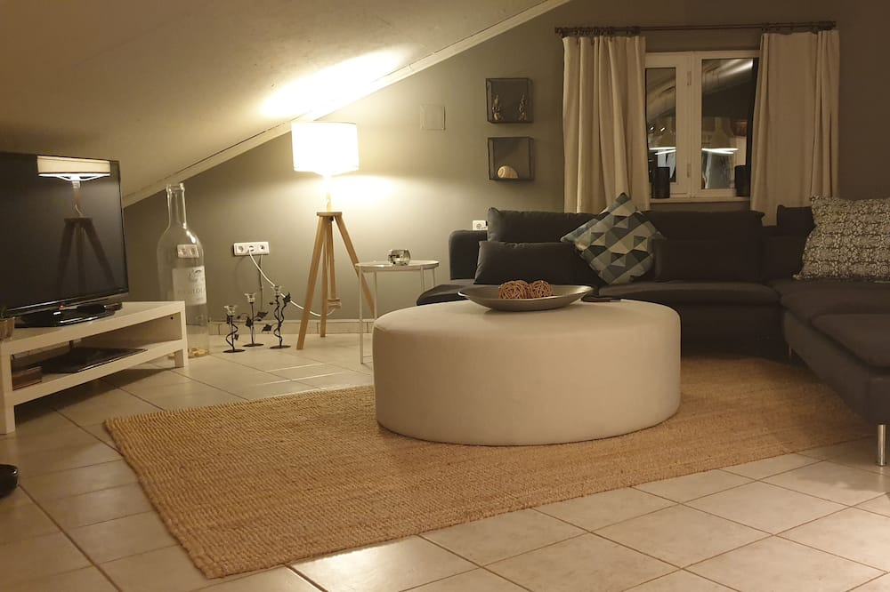 Penthouse ejecutivo, 2 camas Queen size, bañera de hidromasaje, vista a la marina - Sala de estar