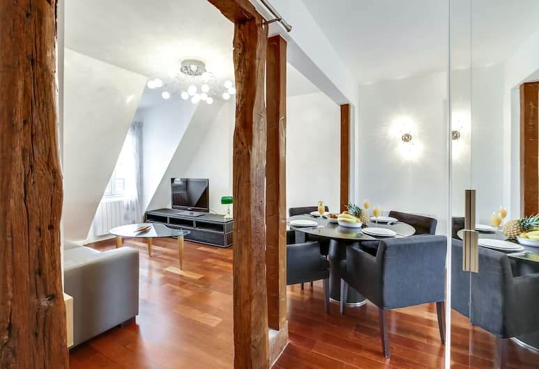 Rue Cler - Eiffel Tower View Apartment, Paris, Panoramic Apartment, 1 Bedroom (10) Exposition, Living Area