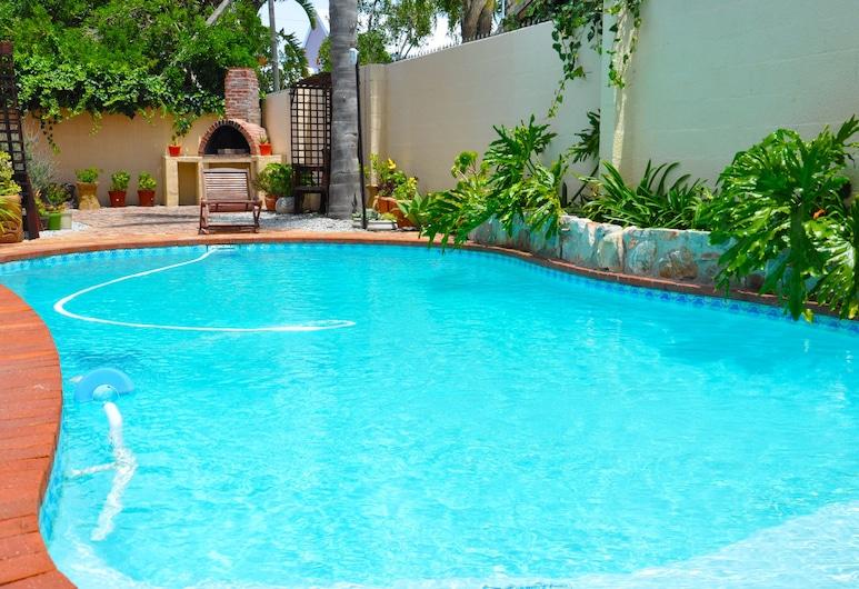 赫曼努斯在家飯店, 赫瑪努斯, 室外游泳池