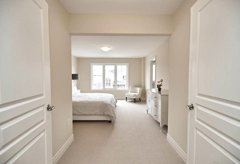 Thundering Waters Luxury Retreat, Niagara Falls, Luxury House, 4 Bedrooms, Room