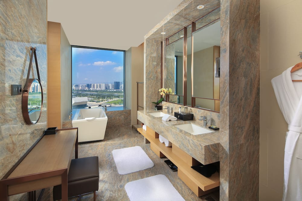Premium Room, 1 King Bed, River View (Lounge Access) - Bathroom