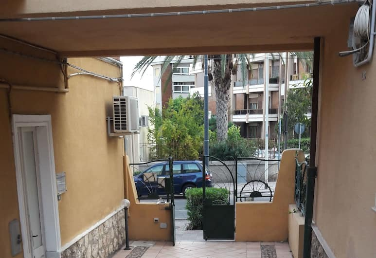 Ethos, Cagliari, Pročelje hotela