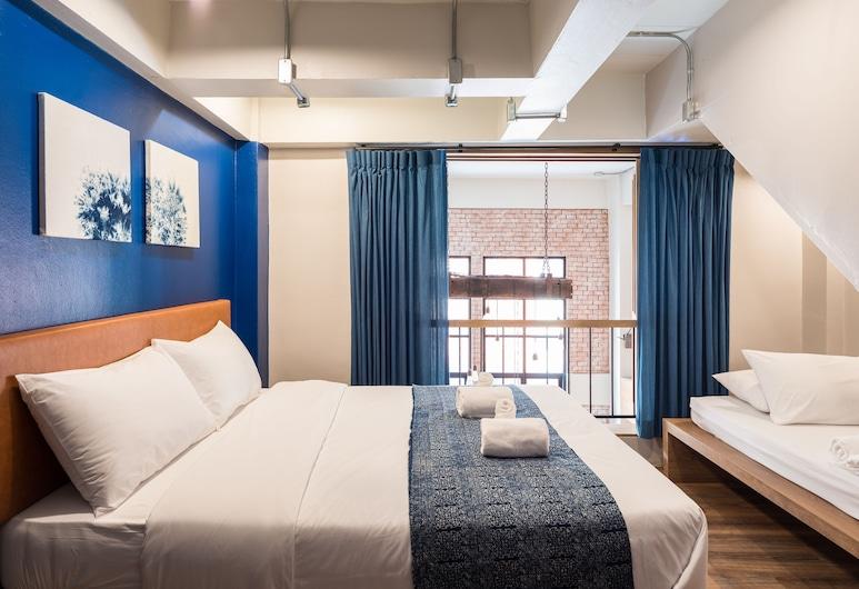 Natee Hostel, Bangkok, Dreibettzimmer, Gemeinschaftsbad, Zimmer