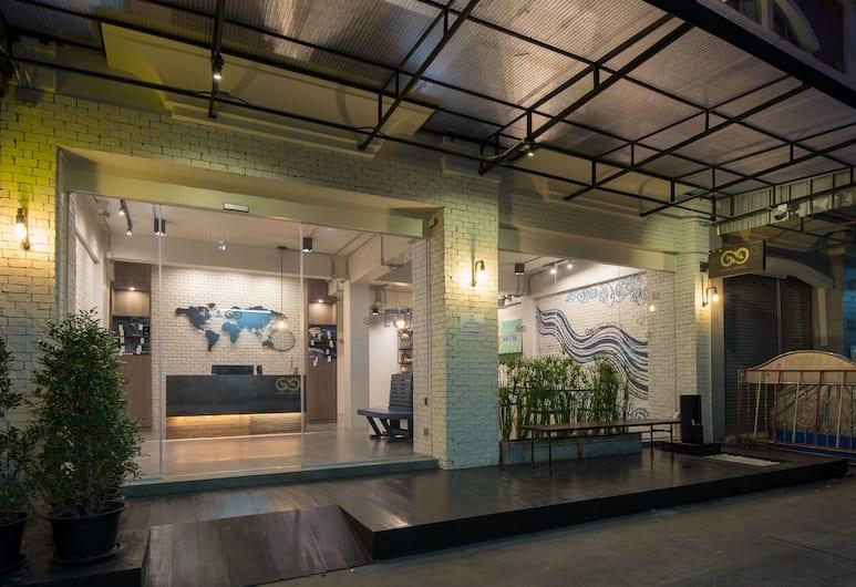 Natee Hostel , Bangkok