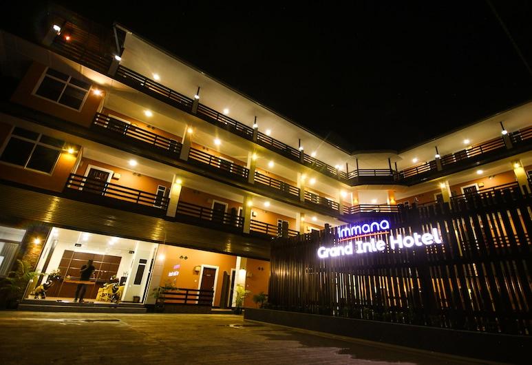 Immana Grand Inle Hotel, Nyaung Shwe, Hotelfassade am Abend/bei Nacht