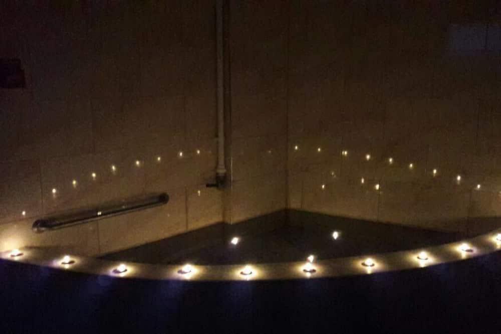 Standardzimmer, 1 Schlafzimmer, barrierefrei, Whirlpool - Badezimmer