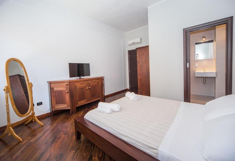B&B Domus Regis, Cagliari, Habitación triple Confort, Varias camas, para no fumadores, Habitación