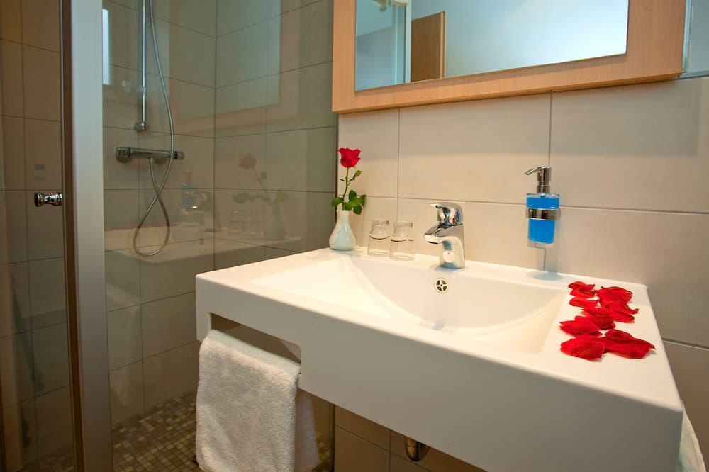 Classic Δίκλινο Δωμάτιο για Μονόκλινη Χρήση, 1 King Κρεβάτι, Πρόσβαση για Άτομα με Αναπηρία - Μπάνιο