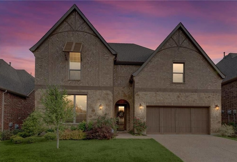 Single Family Home in Dallas, Irving