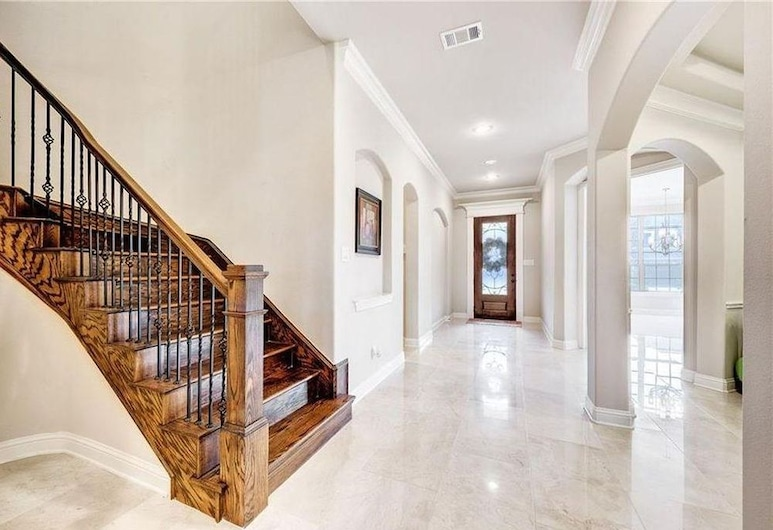 Single Family Home in Dallas, Irving, Trap