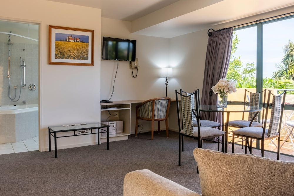 2-Bedroom Spa Suite - Living Area