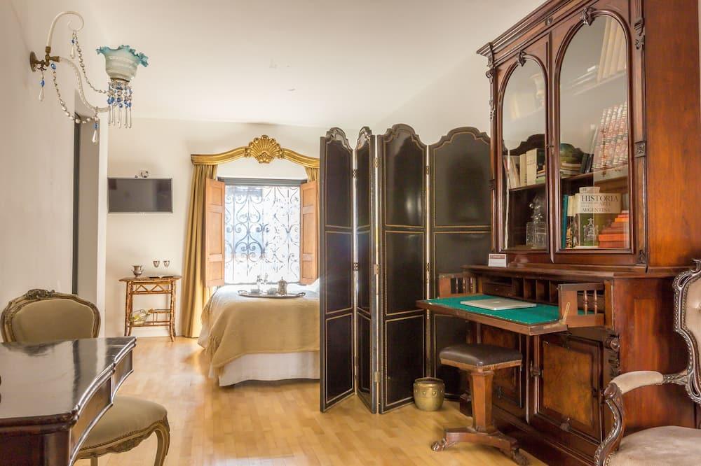 Edward III - Living Area