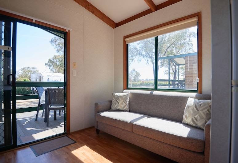 NRMA Bathurst Panorama Holiday Park, Kelso, Two Bedroom Homestead Cabin, Living Area