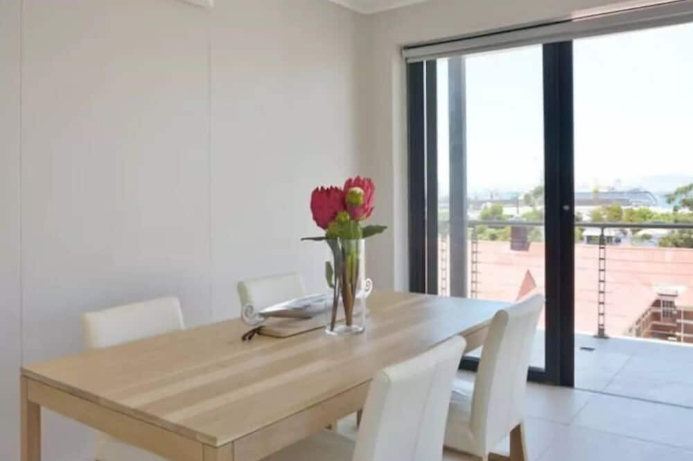 Apartment, 2 Bedrooms, Mountain View - In-Room Dining