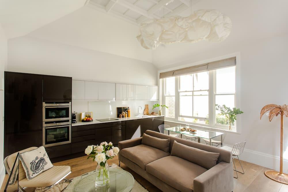 Premium-huoneisto, 1 suuri parisänky, Terassi - Olohuone