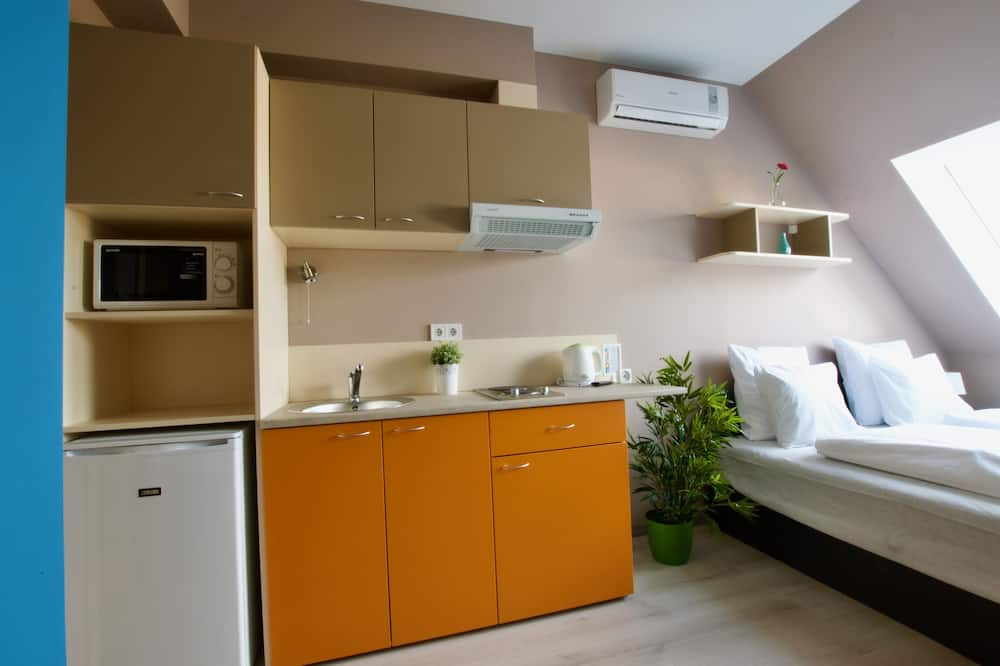 Studio Apartment with Courtyard view - Living Area