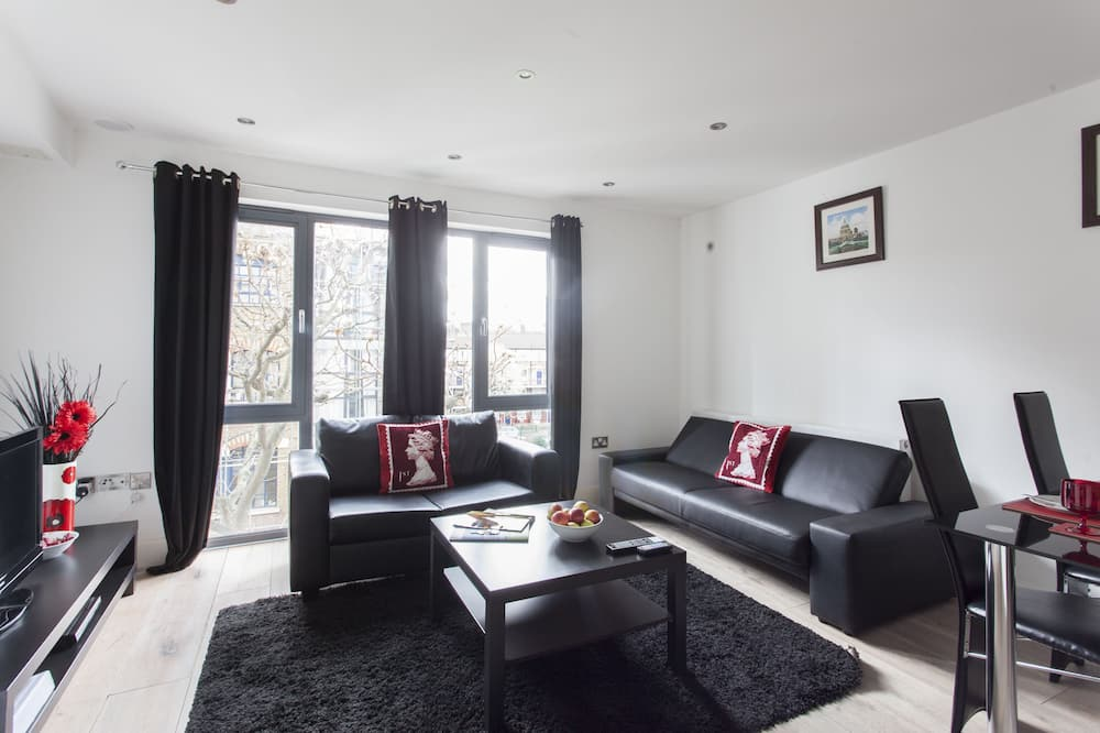 Classic Apartment, 1 Bedroom, City View - Living Area