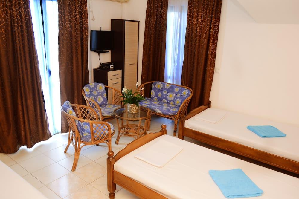 Triple Room, Shared Bathroom - Living Area