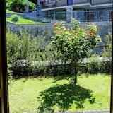Dvivietis kambarys, bendras vonios kambarys - Vaizdas į sodą