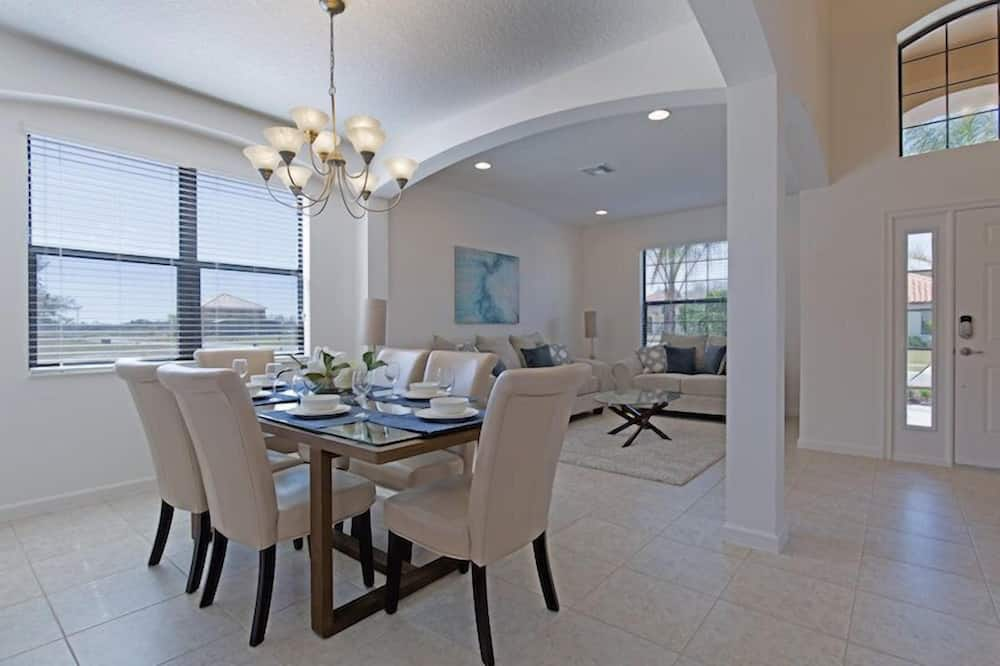 House, 6 Bedrooms, Private Pool - In-Room Dining