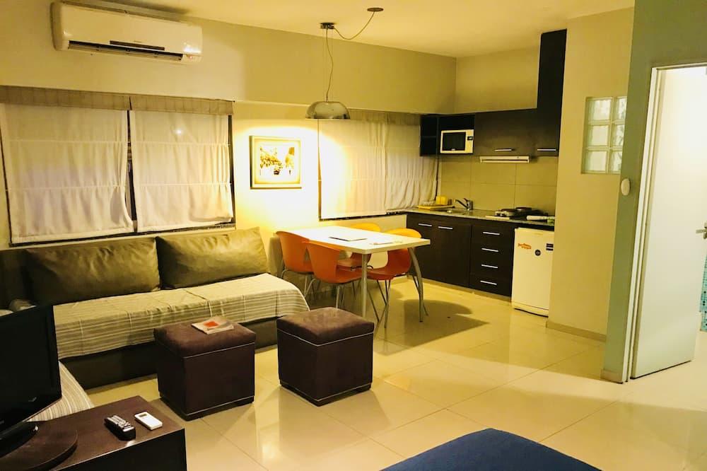 Rodinné studio, více lůžek, výhled na město - Obývací prostor