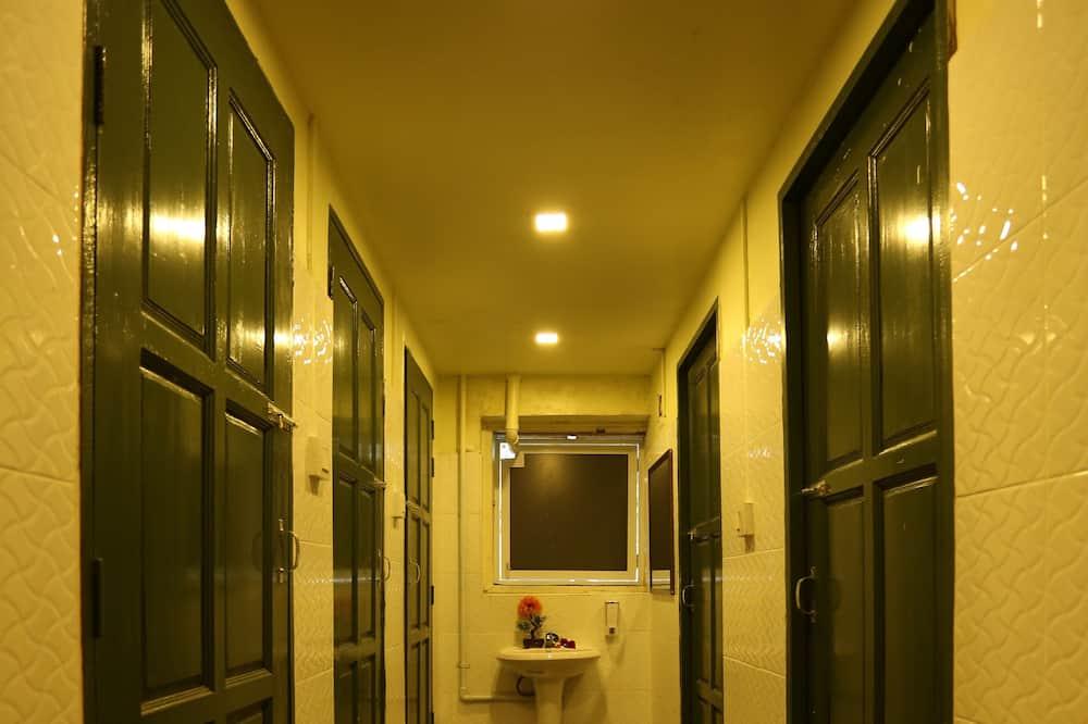 Yhteismajoitus, Vain miehille (4 Beds) - Kylpyhuone