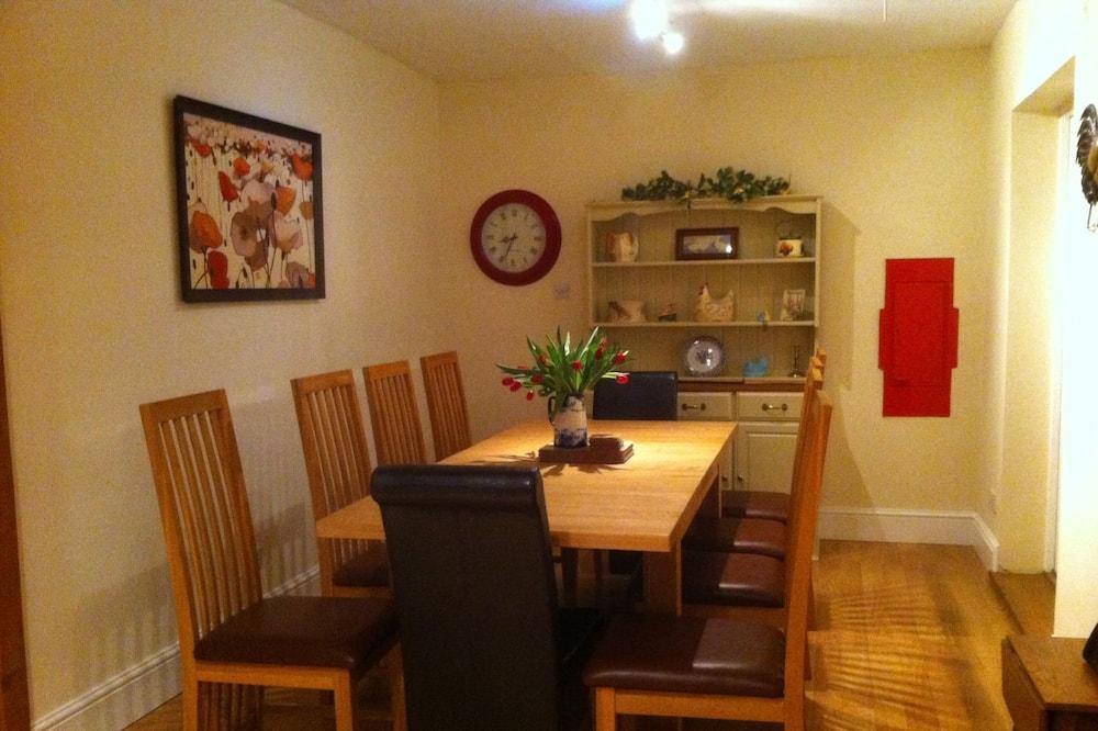 קוטג', 5 חדרי שינה - אזור אוכל בחדר