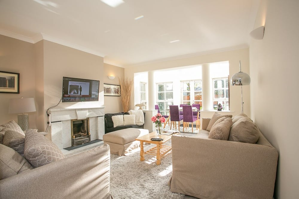 Family Townhome - Living Area