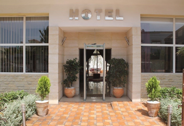 هوتل فيردي, الجديدة, مدخل الفندق