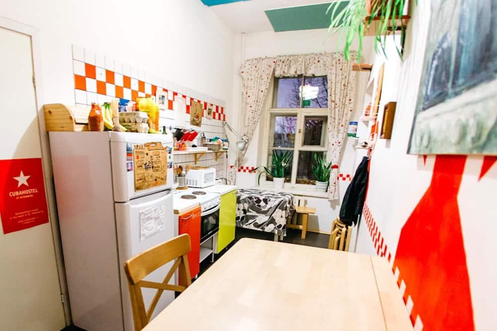 Кровать в общем 4-х местном номере - Общая кухня