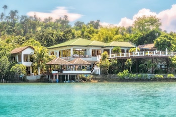 Picture of Edgewater Dive & Spa Resort in Puerto Galera