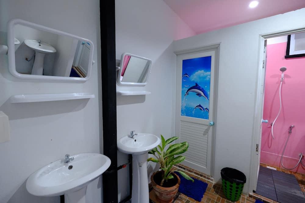 Mixed Dormitory with Fan - Badezimmer