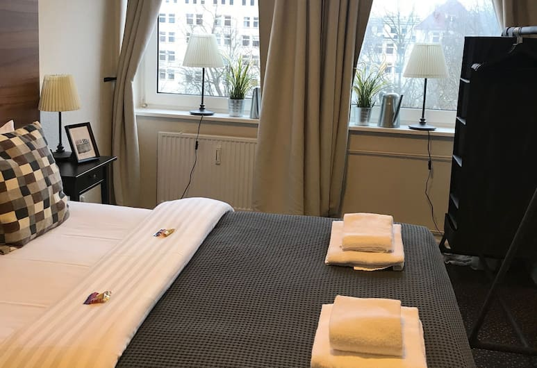 Hamburg Room, Hamburg, Einzelzimmer, Gemeinschaftsbad, Zimmer