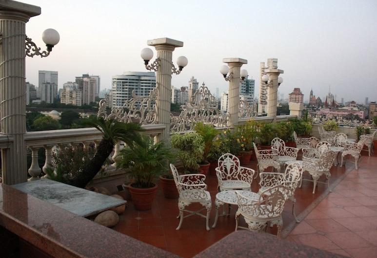 Garden Hotel, Mumbai, Hotelový bar