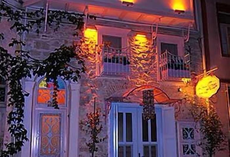 基拉茲席瑟吉酒店, 艾伐利克