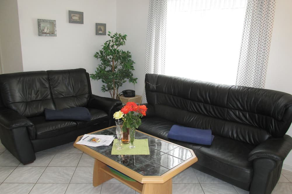 Family House, 2 Bedrooms, 2 Bathrooms, Garden View - Living Area