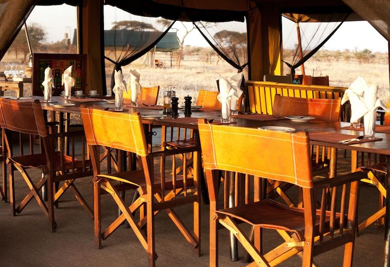 Pumzika Luxury Safari Camp - East Africa Camps, Nacionalni park Serengeti, Restoran na otvorenom